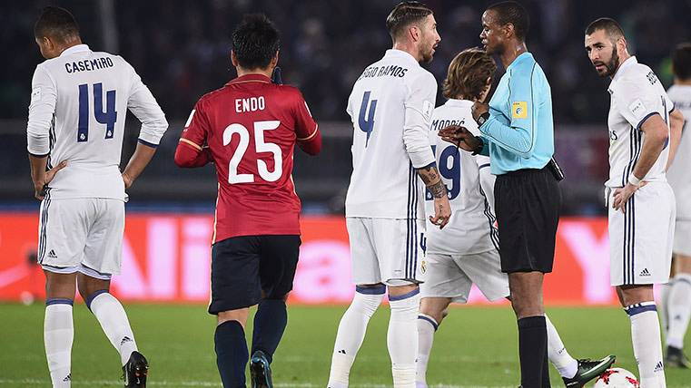 Sergio Ramos debió ser expulsado en la final del Mundial