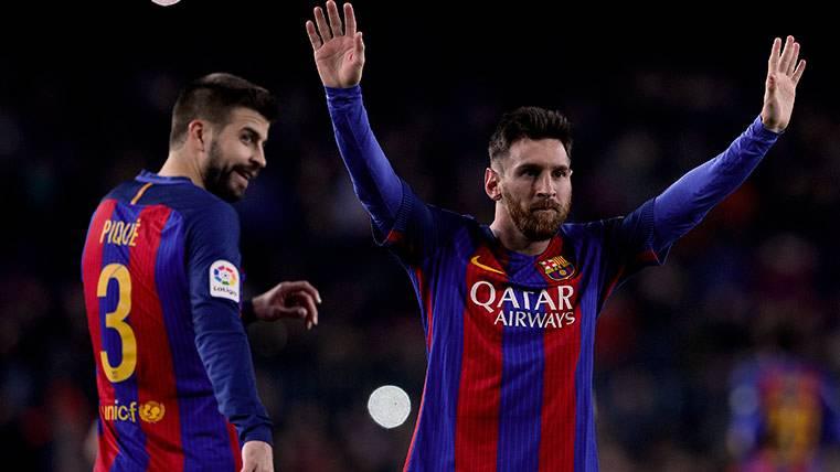 Atacan a Quique por su abrazo con Leo Messi tras el derbi