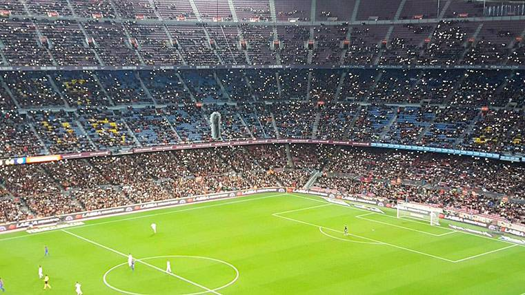El Camp Nou puso las luces antes de los goles del Barça-Hércules