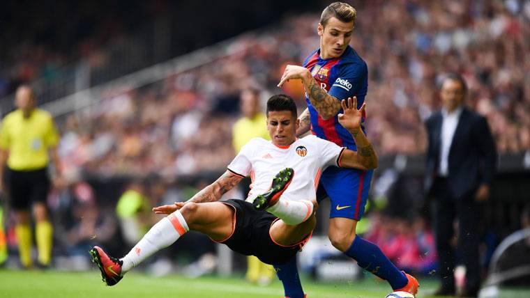 Cancelo se fija en Alves para cuando recale en el Barça