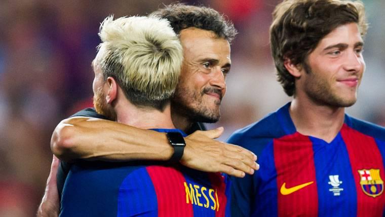 Leo Messi, abrazándose con Luis Enrique tras la Supercopa de España