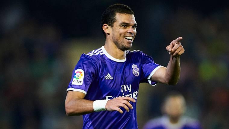 Pepe, durante un partido del Real Madrid esta temporada 2016-17