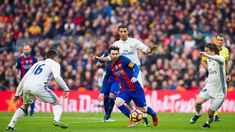 Leo Messi y Cristiano Ronaldo, durante el último Clásico
