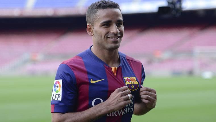 Douglas no entrena y se irá al Benfica como cedido