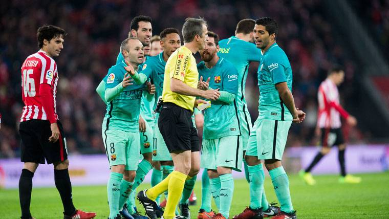 La prensa coincide: El Barça fue perjudicado en San Mamés