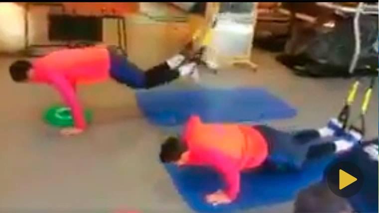 Luis Suárez y Leo Messi en el gimnasio, ejercitándose con intensidad