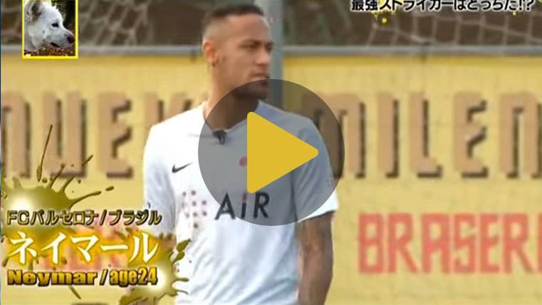 Neymar Júnior pone a prueba su espectacular puntería