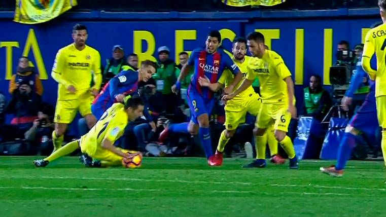 Una de las dos manos claras de Bruno Soriano en el Villarreal-Barça