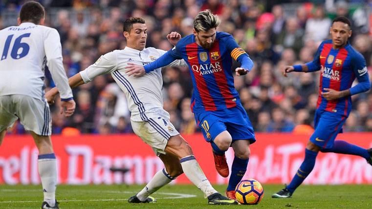 Leo Messi y Cristiano Ronaldo, durante el último Clásico en el Camp Nou