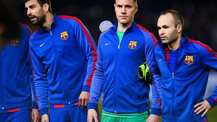 Andrés Iniesta no acaba de encontrar compañero perfecto en el medio del Barça