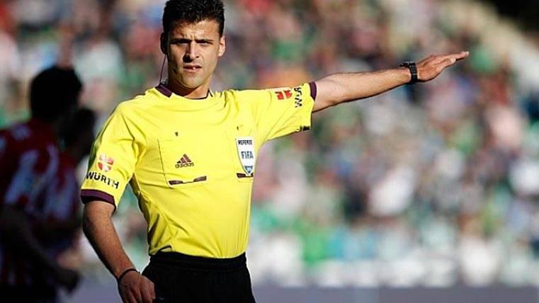 El Camp Nou marcó el camino a Gil Manzano desde el inicio