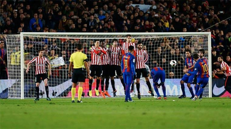 El gesto de Piqué y Busi en la falta de Messi que pasó desapercibido