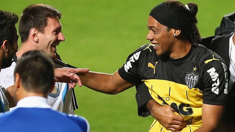Leo Messi junto a Ronaldinho Gaúcho, dos grandes amigos unidos por el Barça