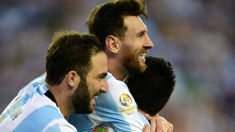 """Higuaín: """"Puedes no mover un dedo si eres Messi o Ronaldo"""""""