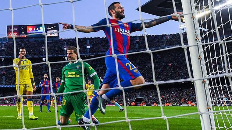 El Camp Nou ovacionó a Aleix Vidal y a Alcácer ante Las Palmas
