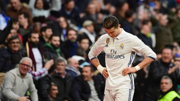 Cristiano vuelve a demostrar que no marca un gol ni al arco iris