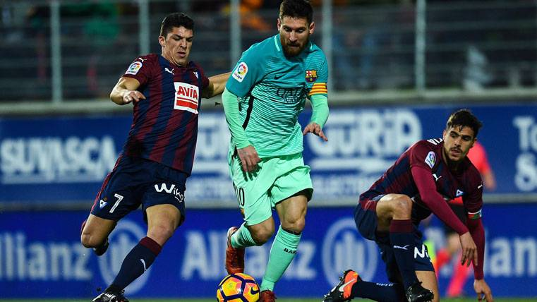 El recital de pases al espacio de Leo Messi en Ipurúa
