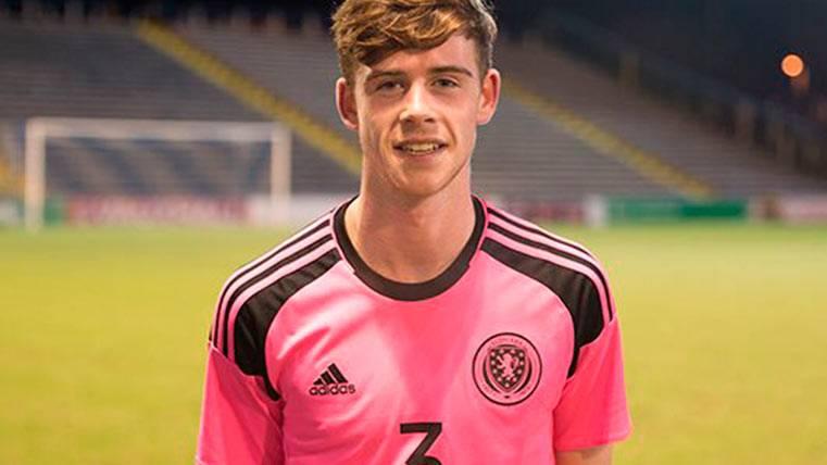 El joven lateral escocés que el Barça tiene en su radar