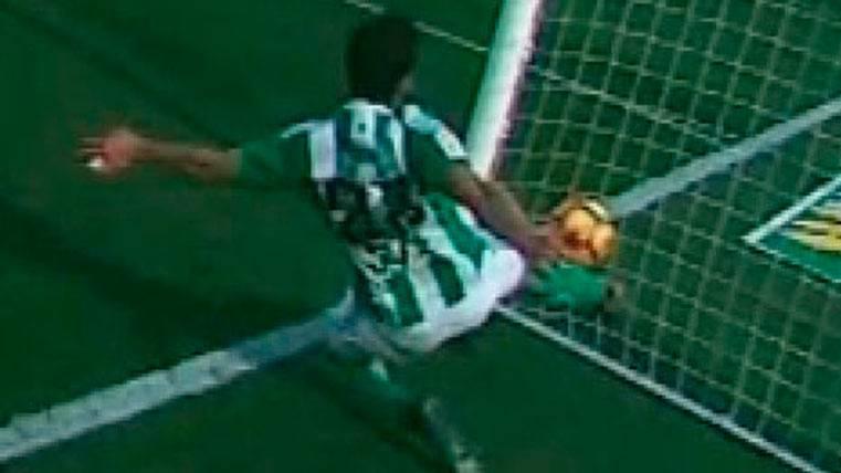 ATRACO:: El colegiado se come dos goles fantasma del Barça