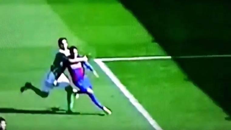 ¡También hubo un penalti clamoroso sobre Neymar Jr!