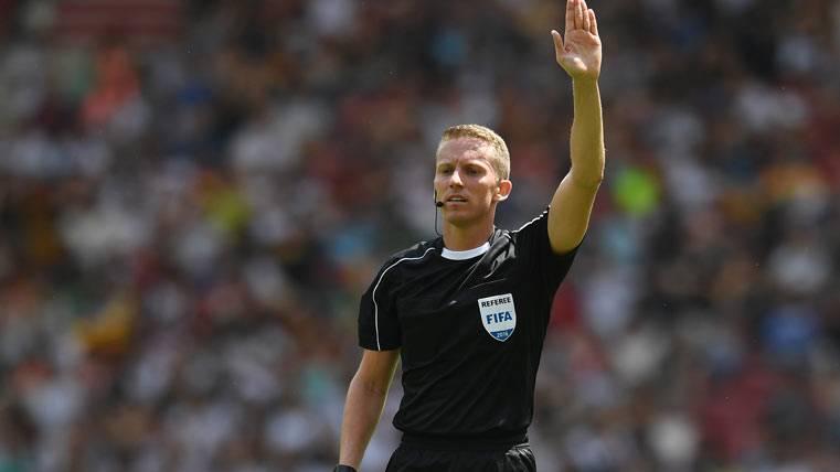 SURREALISTA: ¡El árbitro también se equivocó en el acta!