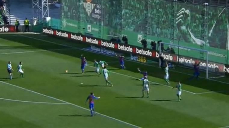 ¡El árbitro estuvo a punto de conceder el gol del Barça!