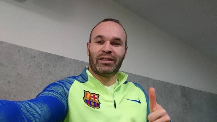 Iniesta se dirige a la afición del Barça con optimismo