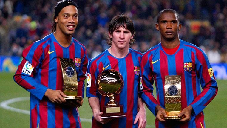 Ronaldinho, Messi y Etoo, formando el espectacular tridente del Barça