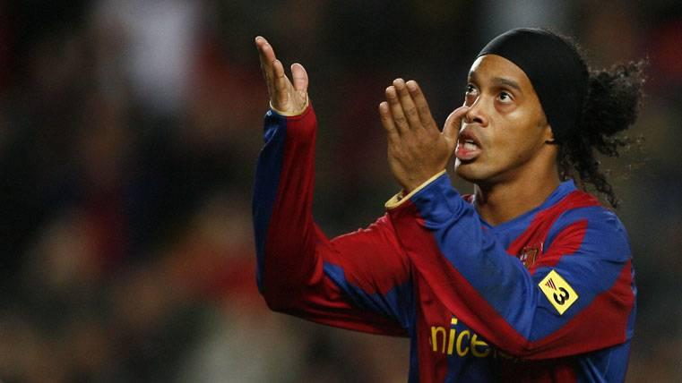 Ronaldinho, celebrando un gol con el FC Barcelona