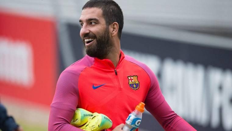 Afirman que Arda Turan ya ha vaciado su taquilla del Camp Nou