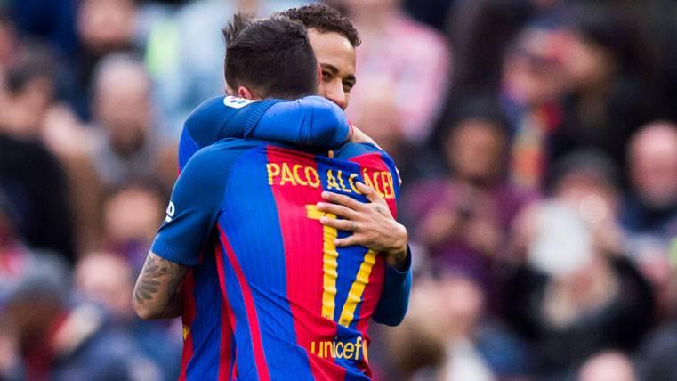 ¡Golazo para la liberación de Alcácer con el Barça!
