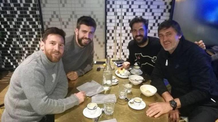 Reencuentro de Messi y Piqué con Fábregas en Barcelona
