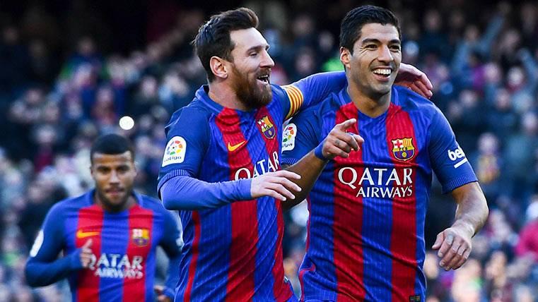 Leo Messi y Luis Suárez celebran uno de sus goles esta 2016-2017 con el Barça