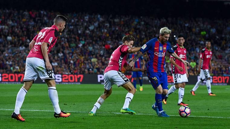 El FC Barcelona, contra el Deportivo Alavés en el Camp Nou