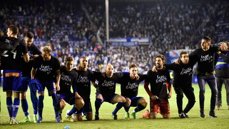 El Deportivo Alavés, celebrando la clasificación para la final de Copa