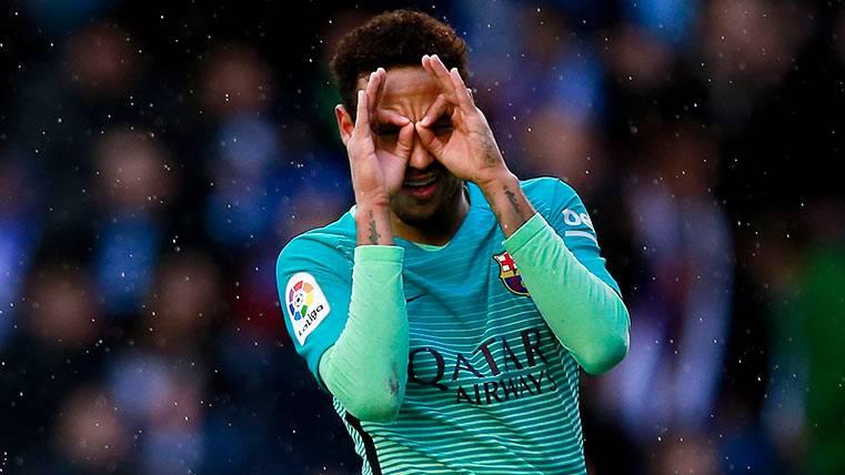 Neymar Júnior celebra su gol ante el Alavés