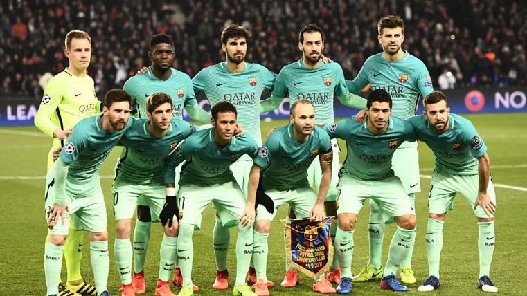 El FC Barcelona, antes de jugar contra el PSG en París