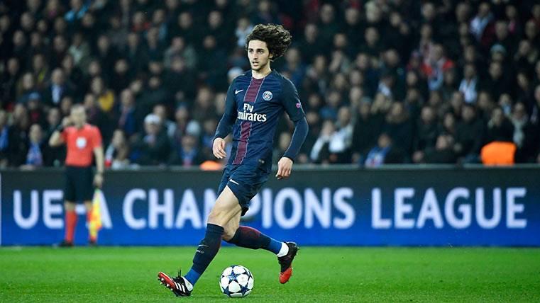 El relevo de Iniesta estaría en el Paris Saint-Germain