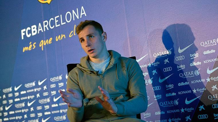 Lucas Digne en un acto dado en Can Barça