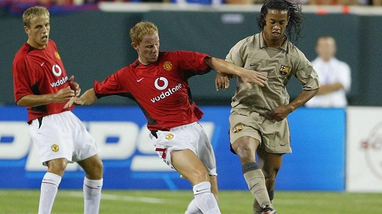 Butt trata de patear a Ronaldinho en el Manchester United-FC Barcelona