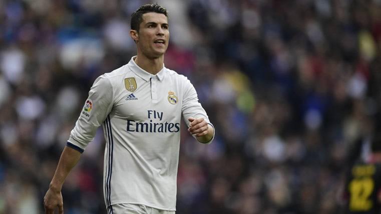 Cabreo de Cristiano al ver que se le escapan Messi y Suárez