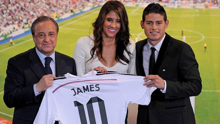 La novia de James se declara admiradora de Iniesta