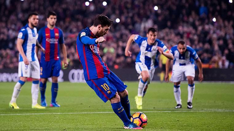 Messi continuó la estadística en los penaltis del Barça