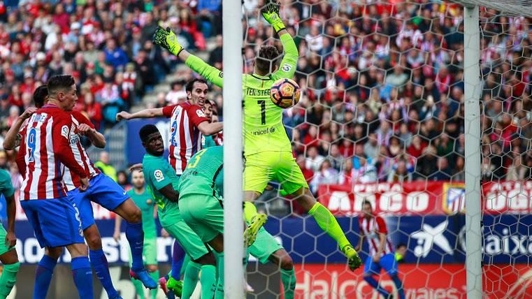 Posible falta a Busquets en el gol del empate del Atlético