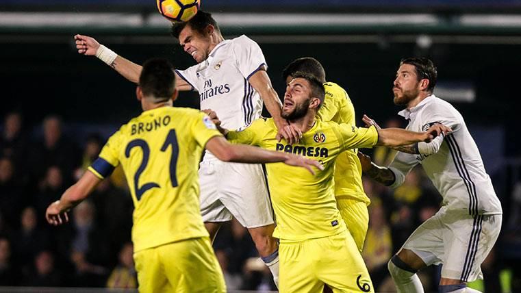 El Real Madrid gana en Villarreal gracias a las ayudas arbitrales