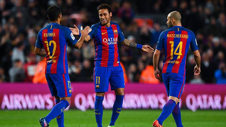 Neymar Júnior también los sabe meter en el Camp Nou (de falta)