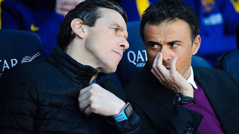 Luis Enrique y Juan Carlos Unzué en el banquillo del FC Barcelona