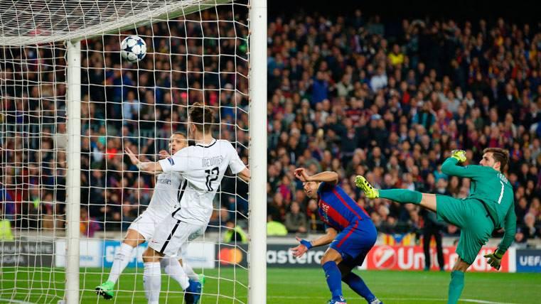 "IMPARABLE: ""Killer"" Suárez marcó al PSG en la primera del Barça"