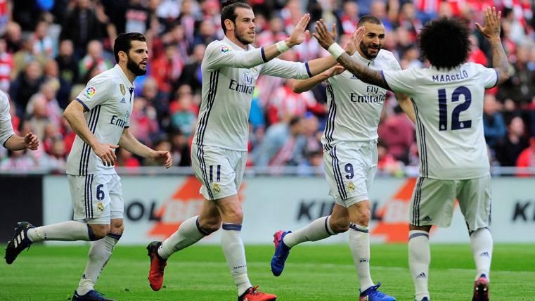 """El Real Madrid se salva de los """"leones"""" y sigue líder de Liga"""