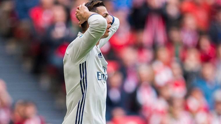 Cristiano no alza el vuelo: gol anulado y cambio en Bilbao